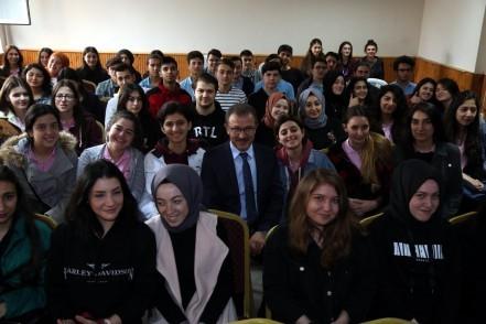 Eyüpsultan Belediye Başkanı Deniz Köken, eğitime destek payı