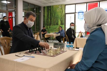 Eyüpsultan Belediyesi personel arası satranç turnuvası düzenledi