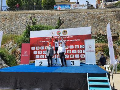 Eyüpsultanlı atlet Fadime Ayazma, Türkiye şampiyonu oldu