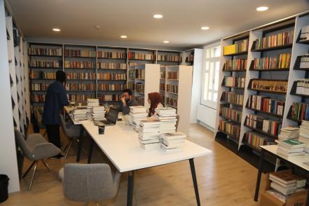 kütüphane, Ahmet Kekeç