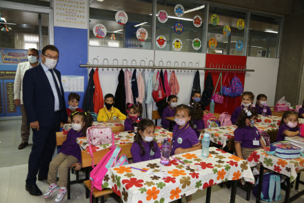 Başkan Deniz Köken, miniklerin okul heyecanına ortak oldu